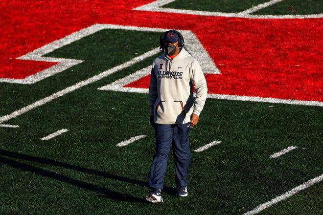 Illinois head coach Lovie Smith walks off the field against Rutgers on Saturday in Piscataway, N.J. Illinois won 23 - 20. [ADAM HUNGER/THE ASSOCIATED PRESS]
