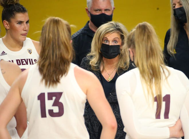 Dec 13, 2020; Tempe, Arizona, USA;  Arizona State head coach Charli Turner Thorne talks to her team during a non-conference game against San Diego at Desert Financial Arena. Mandatory Credit: Michael Chow-Arizona Republic