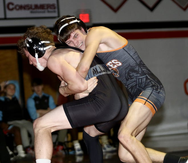 Marlington's Brenden Hamilton, right, and Alliance's Jack Penturf during their 132-pound match in February 2020.