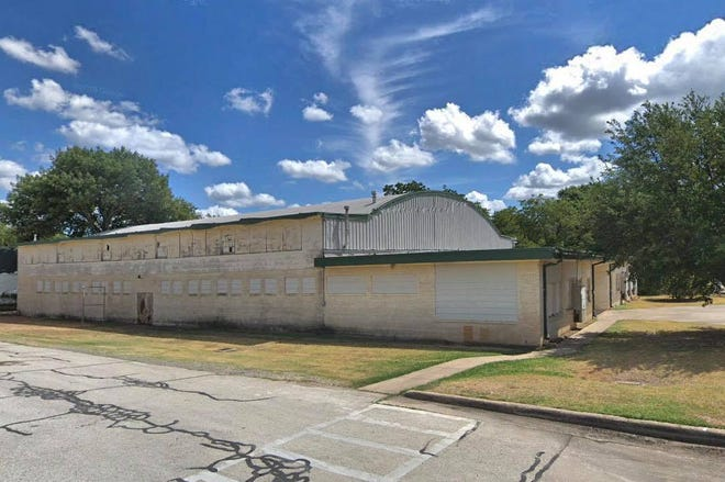 The old Midlothian High School gymnasium sits empty today, but will soon spring back to life through a revitalization project. The Midlothian City Council has authorized the Midlothian Community Development Corporation to provide $500,000 to refurbish the gym.
