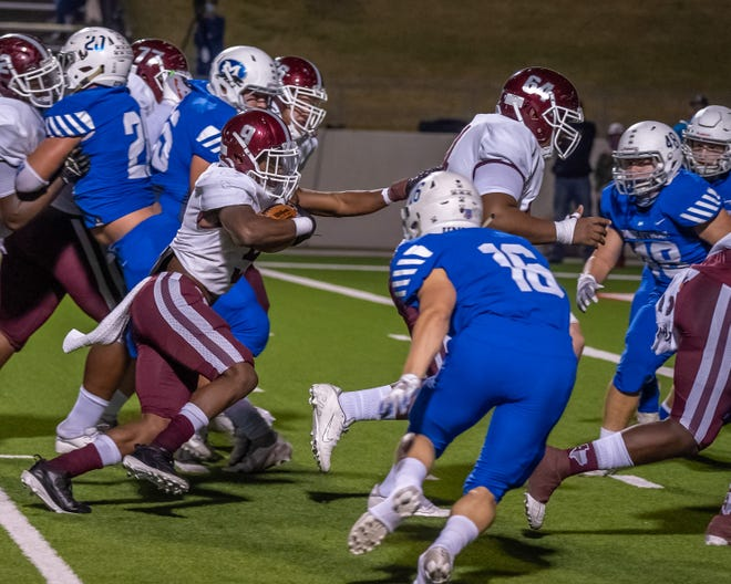 Midlothian senior linebacker Max Allen (16) hones in on Red Oak running back Zach Sanders (9) during their District 4-5A (I) game this season. Allen has been named to the Texas High School Coaches Association's academic all-state Elite Team, its highest honor.