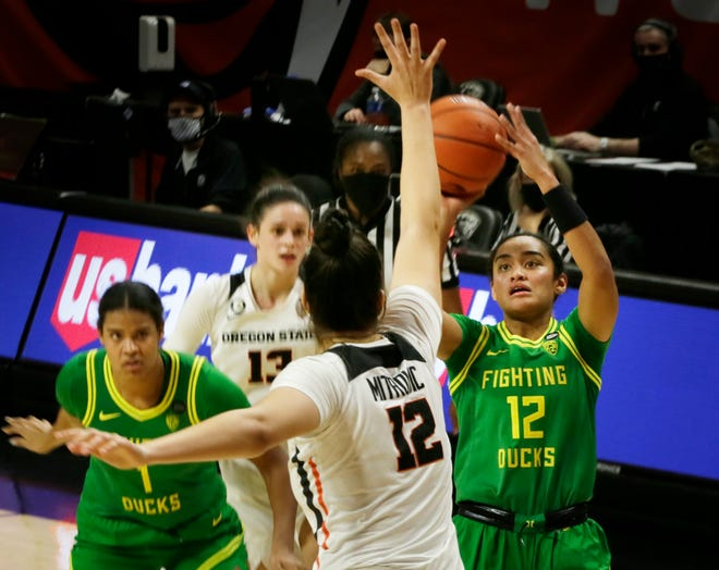 Oregon's Te-Hina Paopao, right, shoots over Oregon State's Jelena Mitrovic during the second half in Corvallis.