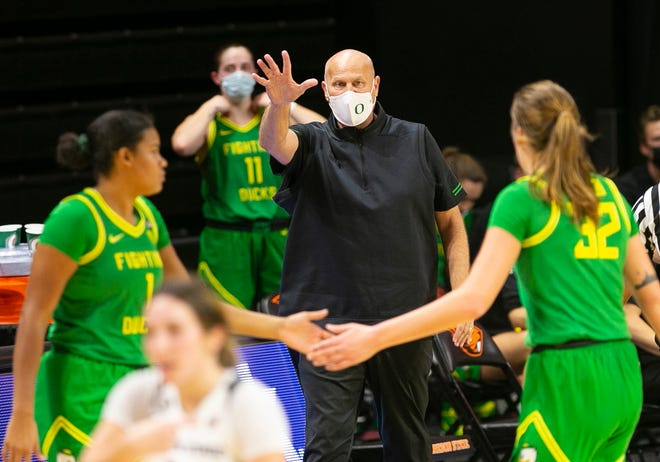 Oregon coach Kelly Graves, center, has set up a demanding nonconference schedule for his 2021-22 team.