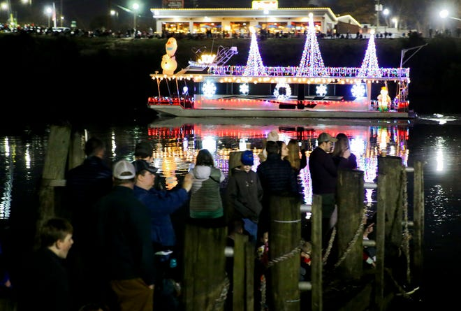 Tuscaloosa Christmas Afloat Foundation Inc. and the Pirates of the Warrior Recreational Boat Club presented the boat parade and fireworks show on the Black Warrior River Saturday, Dec. 14, 2019. [Staff Photo/Gary Cosby Jr.]