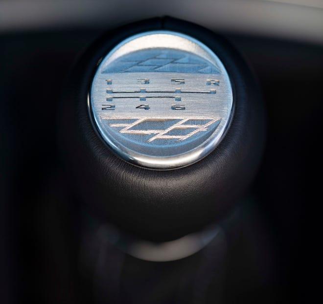 Model Cadillac V-Series Blackwing akan menjadi kendaraan produksi GM pertama dengan suku cadang cetak 3D, termasuk medali unik pada kenop pemindah gigi manual.