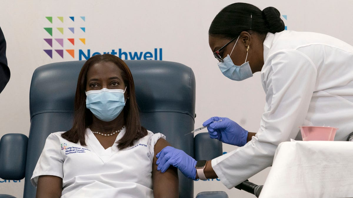 Covid News 300 000 Us Deaths Pfizer Vaccines Arrive At Hospitals