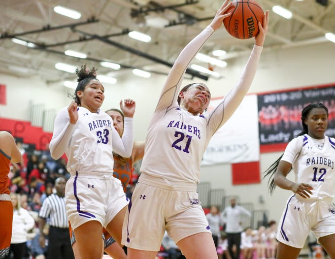 Lexi Alexander had 26 points and 12 rebounds as Cedar Ridge defeated Round Rock 76-55 Friday to remain unbeaten in District 25-6A play.