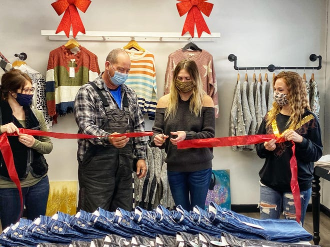 JuneBerry Boutique recently opened on Main Street in Woodward. Owner Brooke Keeran is pictured here with the mayor and her sisters at her grand opening. Left to right: Taylor Wickett, Mayor Todd Folkerts, Keeran and Danielle Sweeney.
