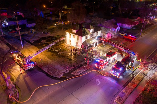 The Hutchinson Fire Department fought a fire in an apartment building on Monday evening.