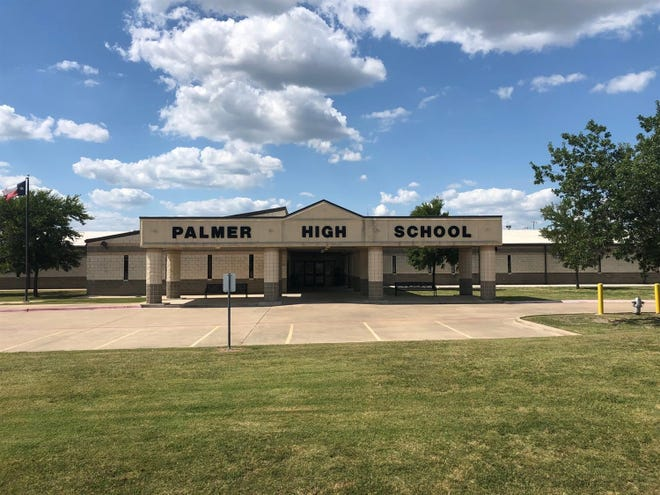 A staffing shortage in Palmer ISD is forcing the school district to return to virtual learning for the rest of this week. The rate of COVID-19 cases in the district remains low, with only 13 cases out of more than 1,300 students and staff.