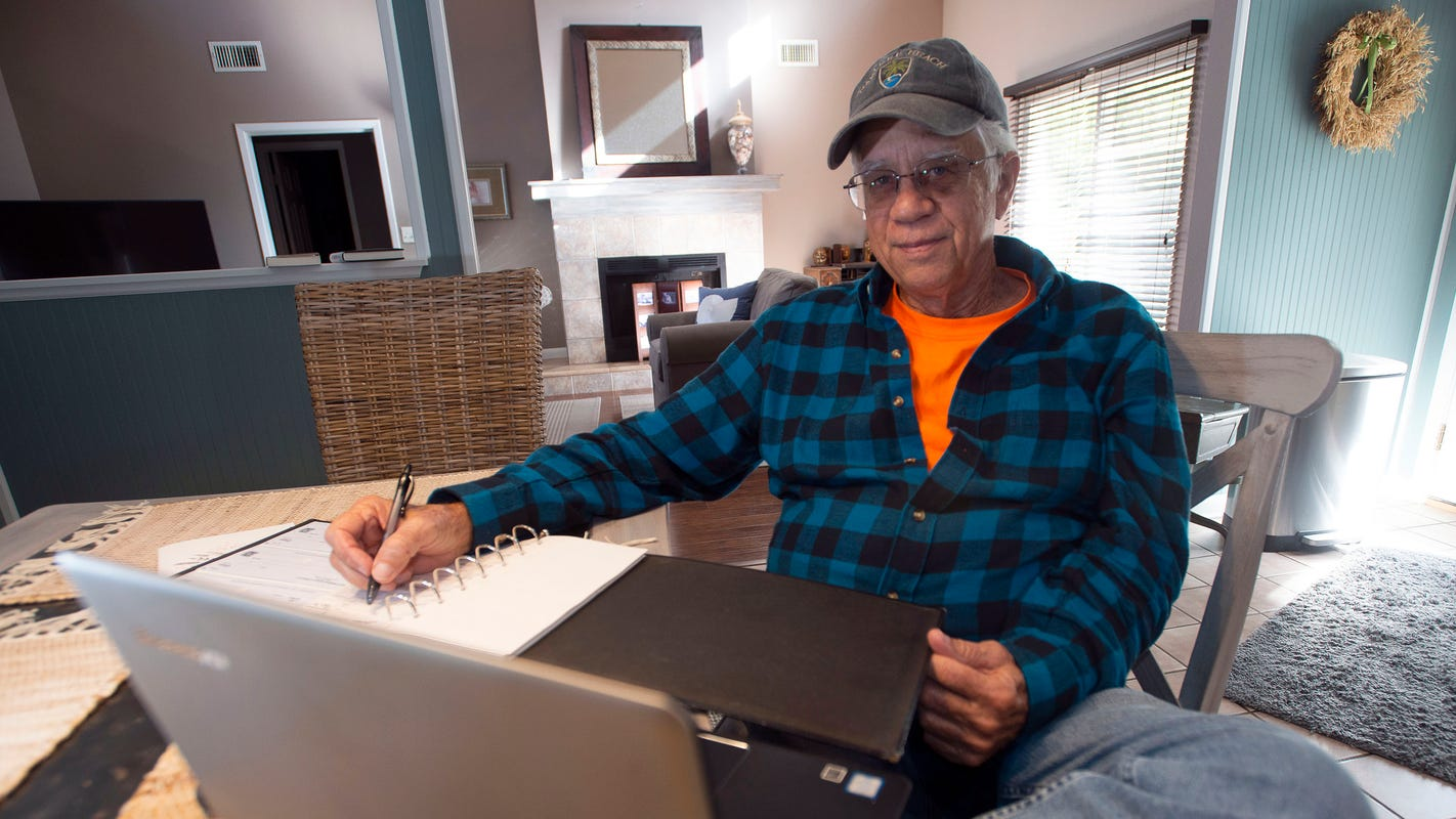 Florida man pays past-due utility bills for 114 families: 'This year, it's more meaningful'