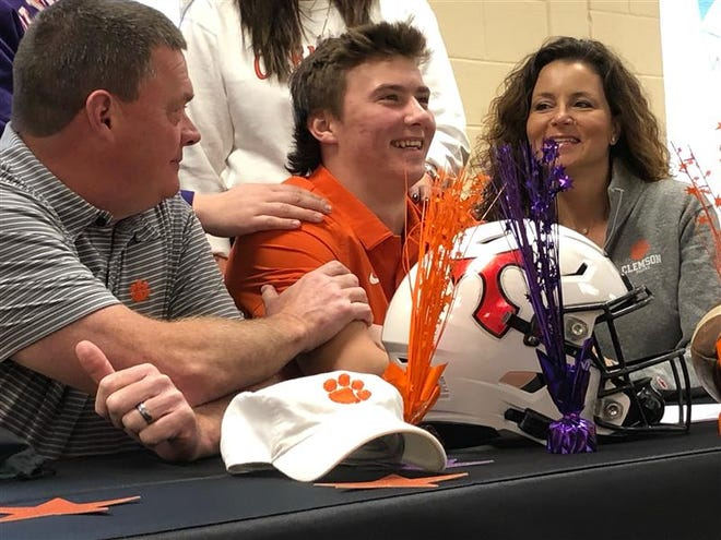 North Oconee's Bubba Chandler signs with Clemson.