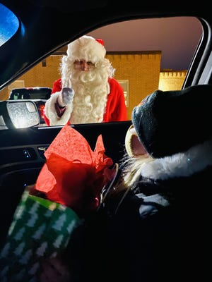 Santa Claus gives a thumbs up to firefighter kid Violet Bengtson