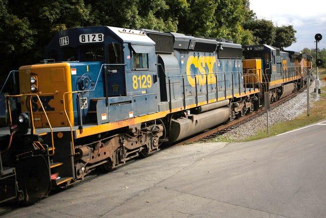 A northbound CSX Corp. mixed freight train travels through La Grange, Kentucky, on Oct. 1, 2015. (Photo by Luke Sharrett/Bloomberg)