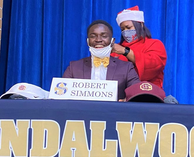 Sandalwood cornerback Robert Simmons (center) prepares to sign with Bethune-Cookman in the NCAA early signing period on December 16, 2020. [Bryant Roche/For the Times-Union]