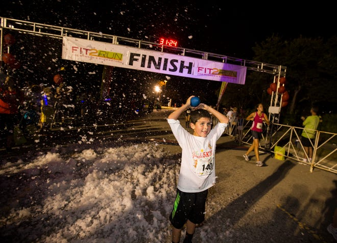 The Jingle 5K supports the Lakewood Ranch Medical Center's Auxiliary Nursing Scholarship Program.