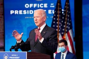 Presiden terpilih Joe Biden mengumumkan mantan Walikota South Bend, Ind. Pete Buttigieg sebagai calon sekretaris transportasi selama konferensi pers di The Queen theater di Wilmington, Del., Rabu, 16 Desember 2020.