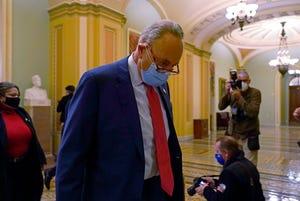 Pemimpin Minoritas Senat Senat Chuck Schumer dari NY, berjalan melewati wartawan di Capitol Hill di Washington, Selasa, 15 Desember 2020.