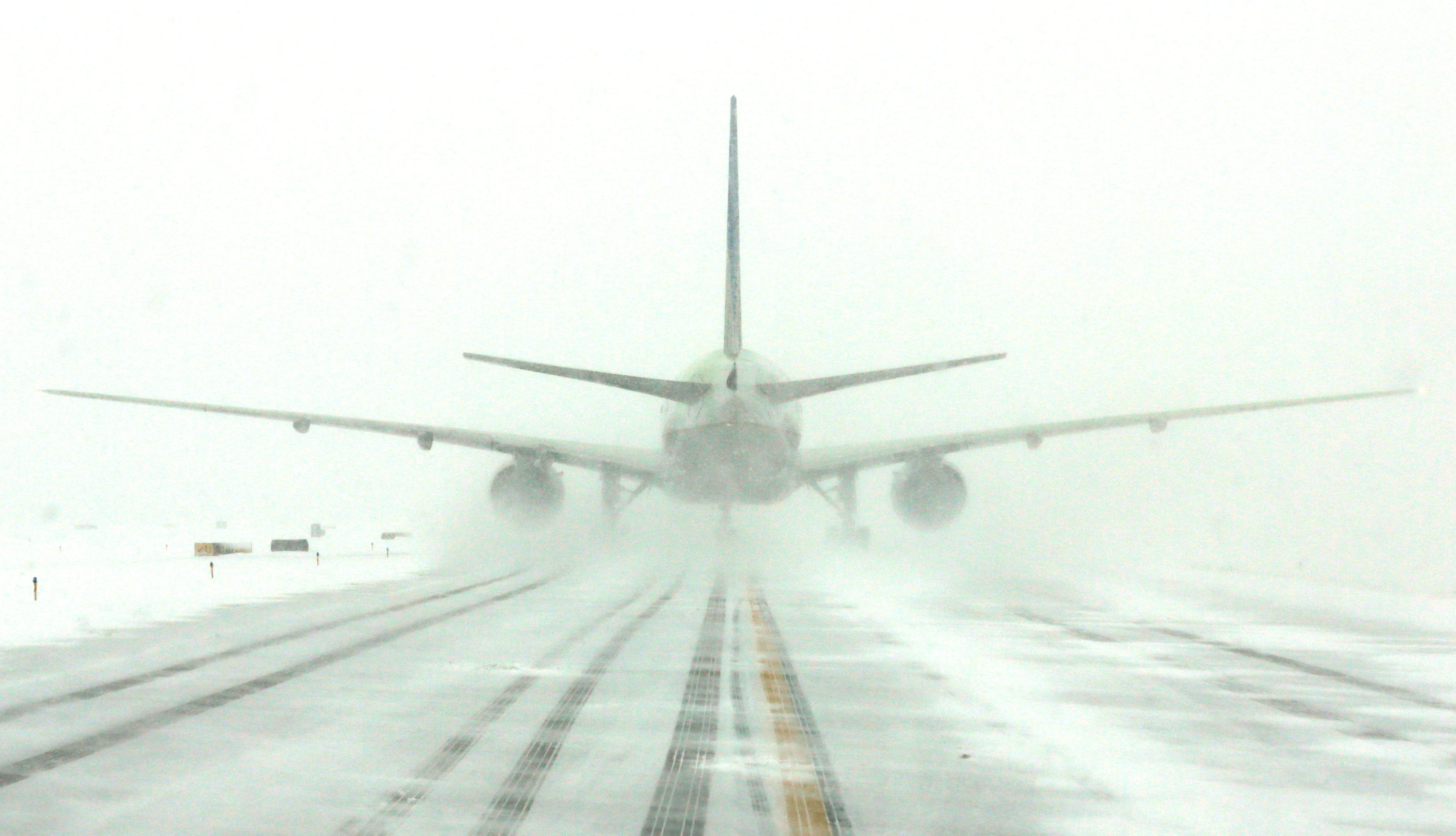 Airlines cancel 500+ flights ahead of winter storm as northeast prepares for heavy snow