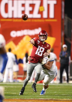 Washington State quarterback Anthony Gordon throws a pass against the Air Force Falcons during the 2019 Cheez-It Bowl. Texas appears to be headed to play in the bowl, which will take place in Orlando this year.