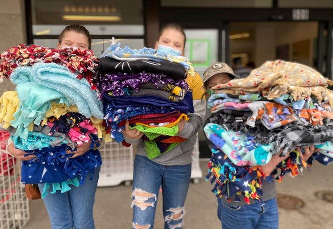 From left, Boone County 4-H'ers Chloe, Zoe and Jolie Beal carrying blankets for Project Linus.