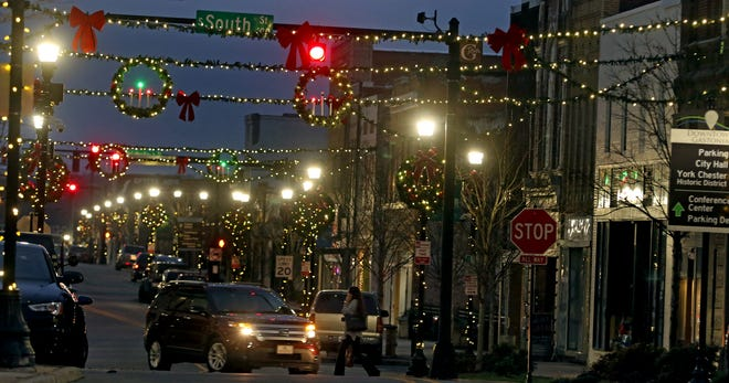 New Christmas decorations adorn Main Avenue in Gastonia Thursday evening, Dec. 17, 2020.