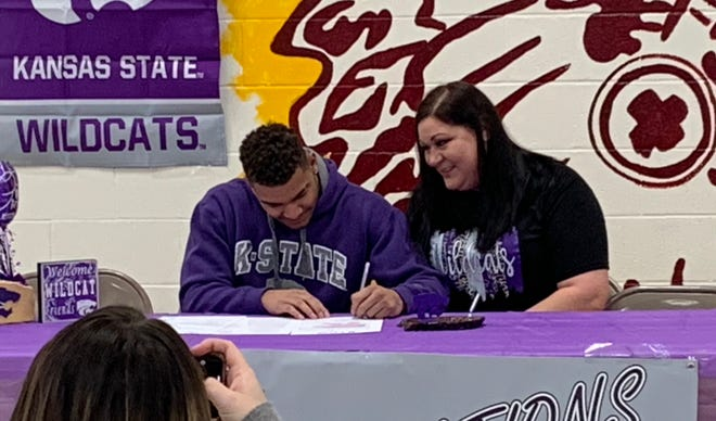 Hays High Gaven Haselhorst signs his letter of intent with Kansas State University as his mother, Amy Haselhorst, looks on during Wednesday's signing ceremony at Hays High.
