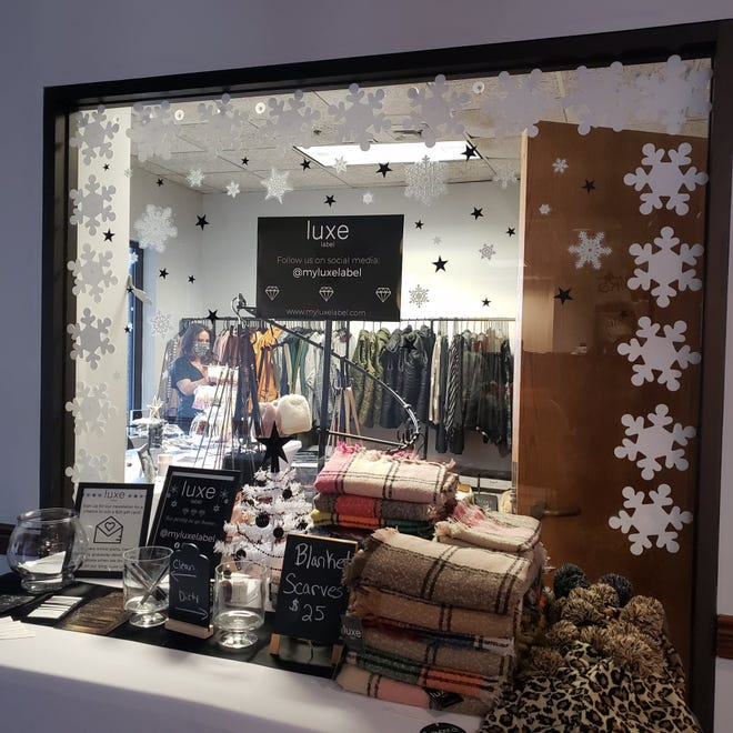 Luxe Lounge exploitait une boutique éphémère au Holiday Pop-Up Shoppe du centre-ville.