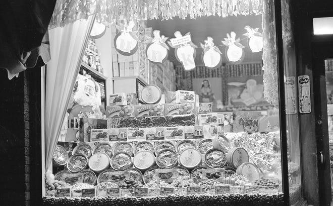 Window display at U-Need Grocery, 1410 Washington St., in Manitowoc, 1952.