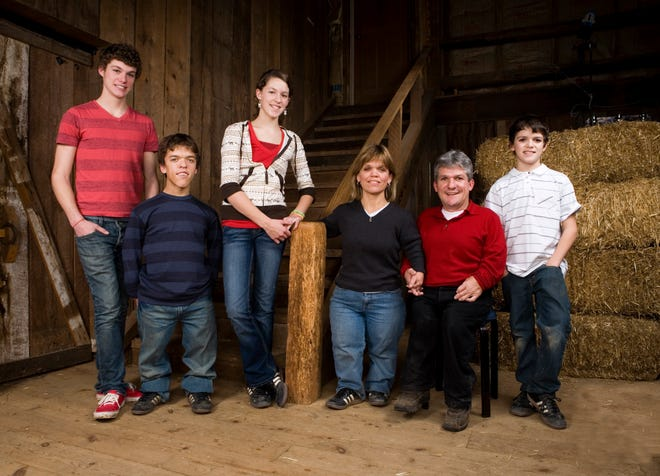 "(L-R) Roloff family, left to right: Jeremy, Zach, Molly, Amy, Matt and Jacob star in the television series ""Little People Big World."""