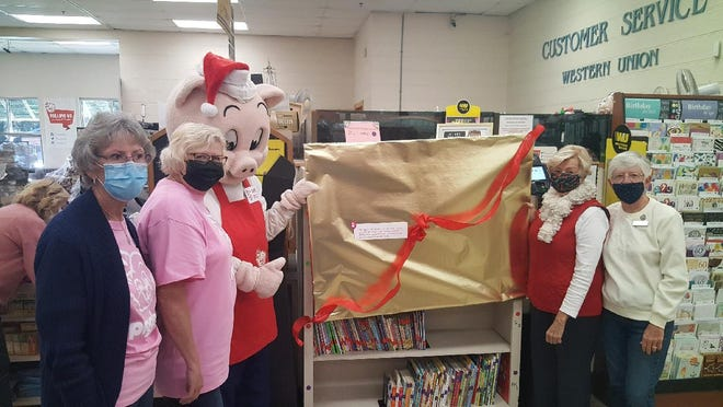 The GFWC Woman's League of the Lowcountry recently presented a mini-library to Piggly Wiggly in Ridgeland. Mr. Pig's Book Nook has books for children in kindergarten through eighth grade.