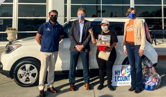 Gloria Lozano (center) was the winner of a Kia Soul during the City of Lexington My City, I Count census contest. Also pictured is Lexington Mayor Newell Clark (left), Todd Hunt, owner of Jerry Hunt Supercenter; Lanzano and Lexington City Manager Terra Greene.