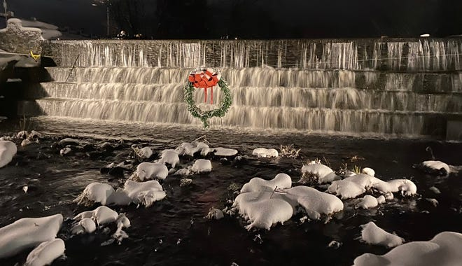 Swansea dam decked out for the holidays.