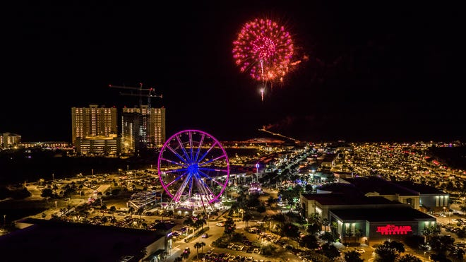 Three fireworks shows will go off simultaneously at midnight in Panama City Beach to ring in 2021.