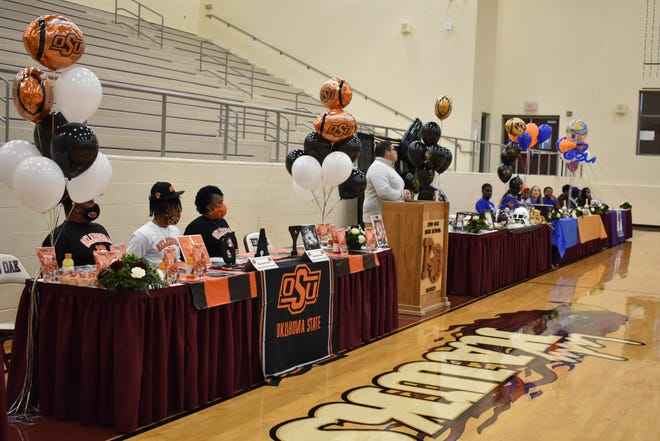 Wednesday was a huge day at Red Oak High School as five football players signed letters of intent to continue their careers. Wide receiver Raymond Gay Jr. signed with Oklahoma State; linebacker Jackson Bailey signed with Arizona; cornerback Darius Jackson signed with Missouri; linebacker Devin Steen signed with Central Arkansas; and defensive lineman John Mathis signed with Sam Houston State. The Hawks traveled to Big Spring on Friday to take on El Paso Del Valle in the area round of the Class 5A Division I playoffs.