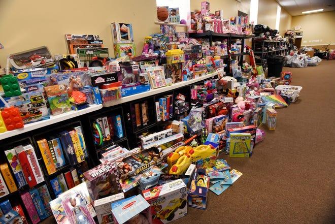 Sebuah ruangan penuh hadiah di Detroit Rescue Mission Ministries, termasuk pakaian dan mainan untuk anak-anak, akan diberikan kepada yang membutuhkan.
