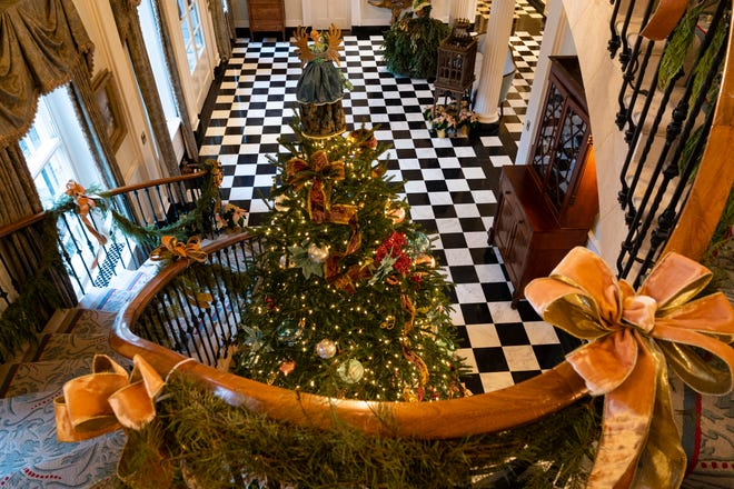 Inside the lobby of the Tennessee governor's residence, as seen from the staircase.