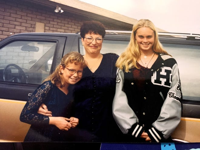 Danielle Oliver (left) and Denise Oliver-Stergiou (right) pictured with their mother Veronica Oliver, who died from COVID-19 on Thanksgiving morning.