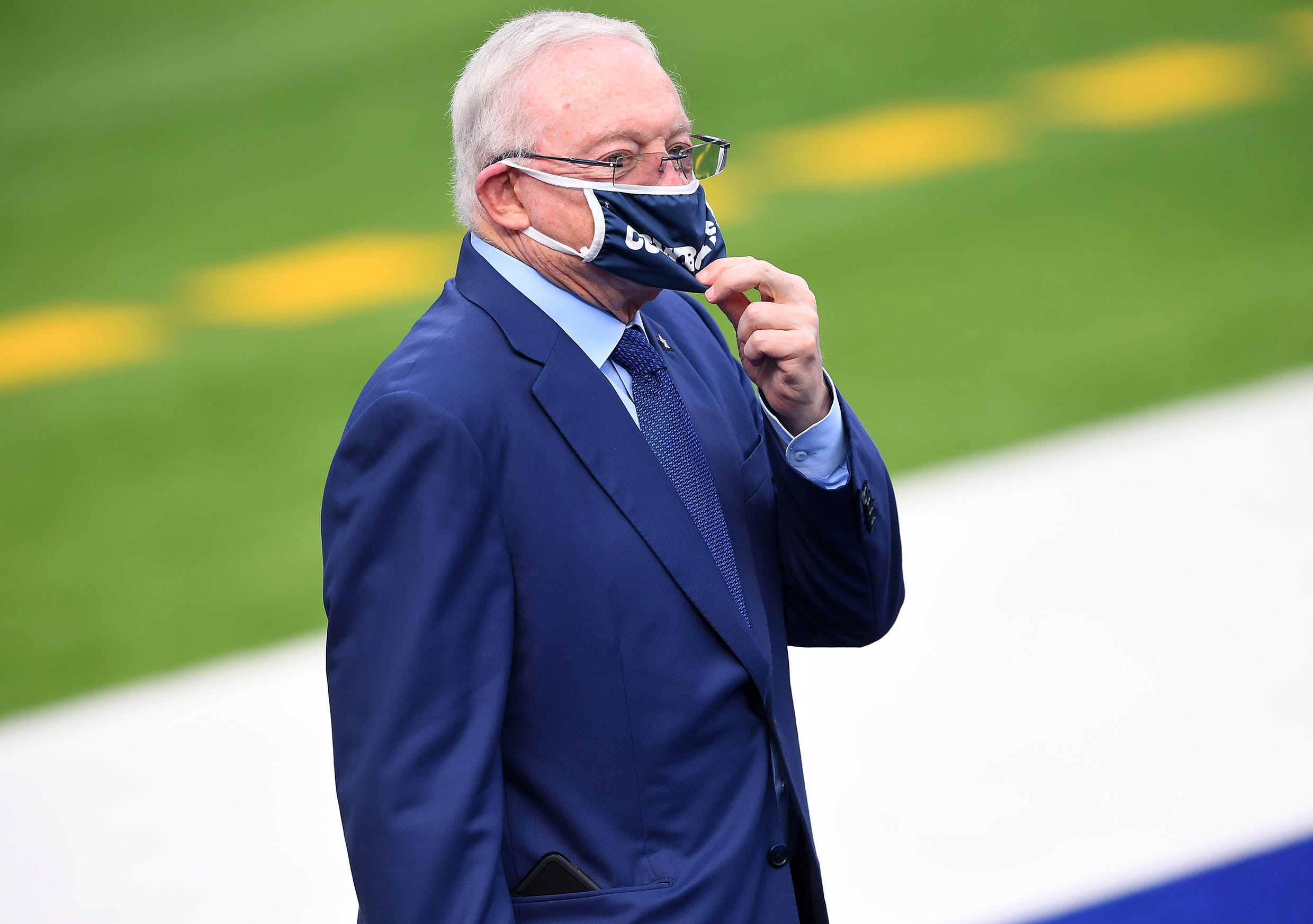 Cowboys owner Jerry Jones says he ll  absolutely  get COVID-19 vaccine once eligible