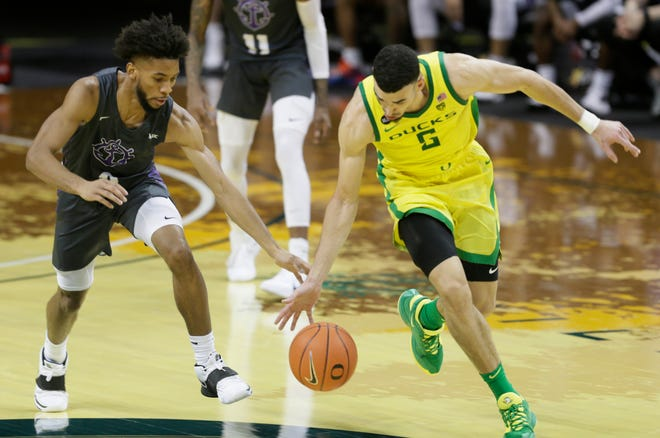 Oregon's Chris Duarte, right, steals the ball from Portland's Isiah Dasher during the second half on Saturday.