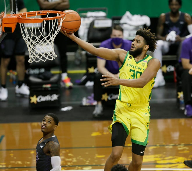Oregon's LJ Figueroa goes to the basket against Portland during the first half on Saturday.