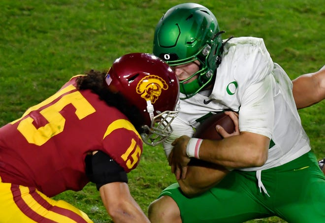 Oregon Ducks quarterback Tyler Shough (right) collides with USC Trojans safety Talanoa Hufanga during the third quarter of the Pac-12 championship game last Friday. (Robert Hanashiro-USA TODAY Sports)