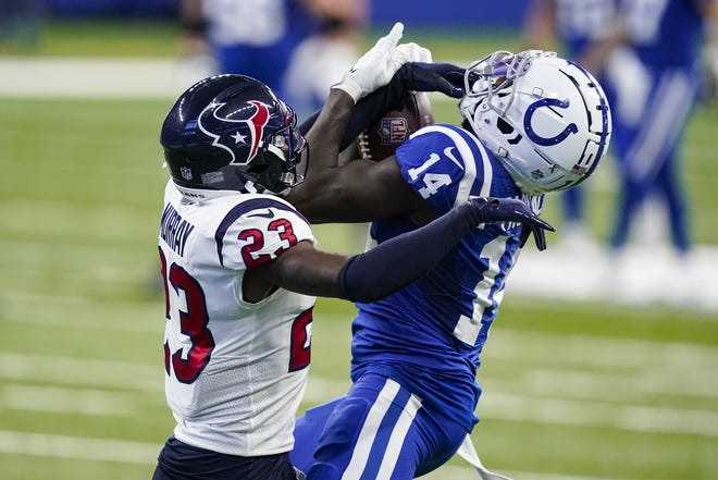 Indianapolis Colts wide receiver Zach Pascal makes a catch under pressure from Houston Texans free safety Eric Murray during the Colts' 27-20 win Sunday.