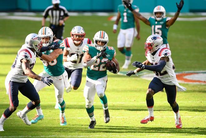 Miami Dolphins running back Matt Breida (22) rushes for a long gain in the fourth quarter at Hard Rock Stadium in Miami Gardens, December 20, 2020.