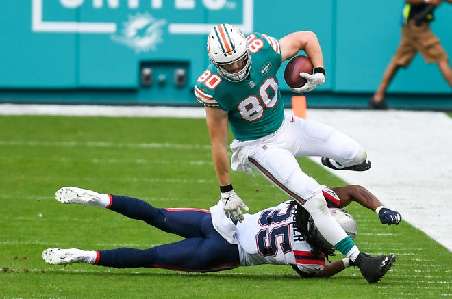 Miami Dolphins tight end Adam Shaheen (80) avoids a tackle in the first quarter at Hard Rock Stadium in Miami Gardens, December 20, 2020.