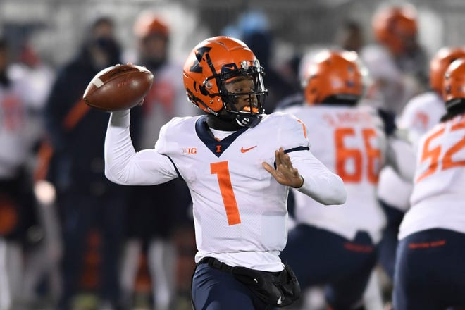 Illinois quarterback Isaiah Williams passes against Penn State in the first quarter in State College, Pa., on Saturday. [BARRY REEGER/THE ASSOCIATED PRESS]