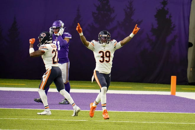 Chicago Bears safety Eddie Jackson (39) celebrates at the end of the game against the Minnesota Vikings, Sunday in Minneapolis. The Bears won 33-27. [JIM MONE/THE ASSOCIATED PRESS]