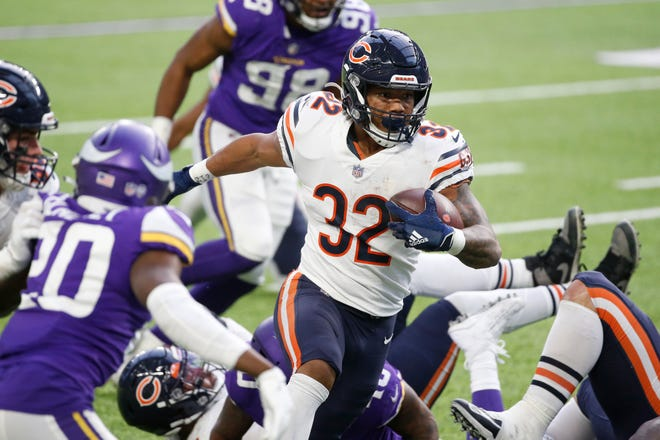 Chicago Bears running back David Montgomery (32) scores on a 14-yard touchdown run during the second half of an NFL football game against the Minnesota Vikings, Sunday, in Minneapolis.