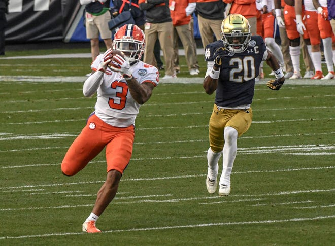 Clemson wide receiver Amari Rodgers (3) catches a pass for a 67-yard touchdown past Notre Dame safety Shaun Crawford (20) during the first quarter of the ACC title game.