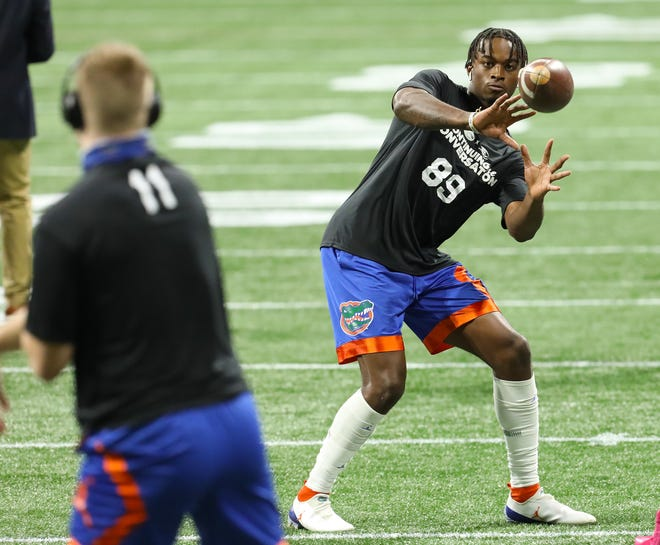 Florida receiver Justin Shorter (89) catches a pass from quarterback Kyle Trask during warm-ups before the SEC Championship Game against Alabama on Dec. 19 at Mercedes-Benz Stadium in Atlanta.